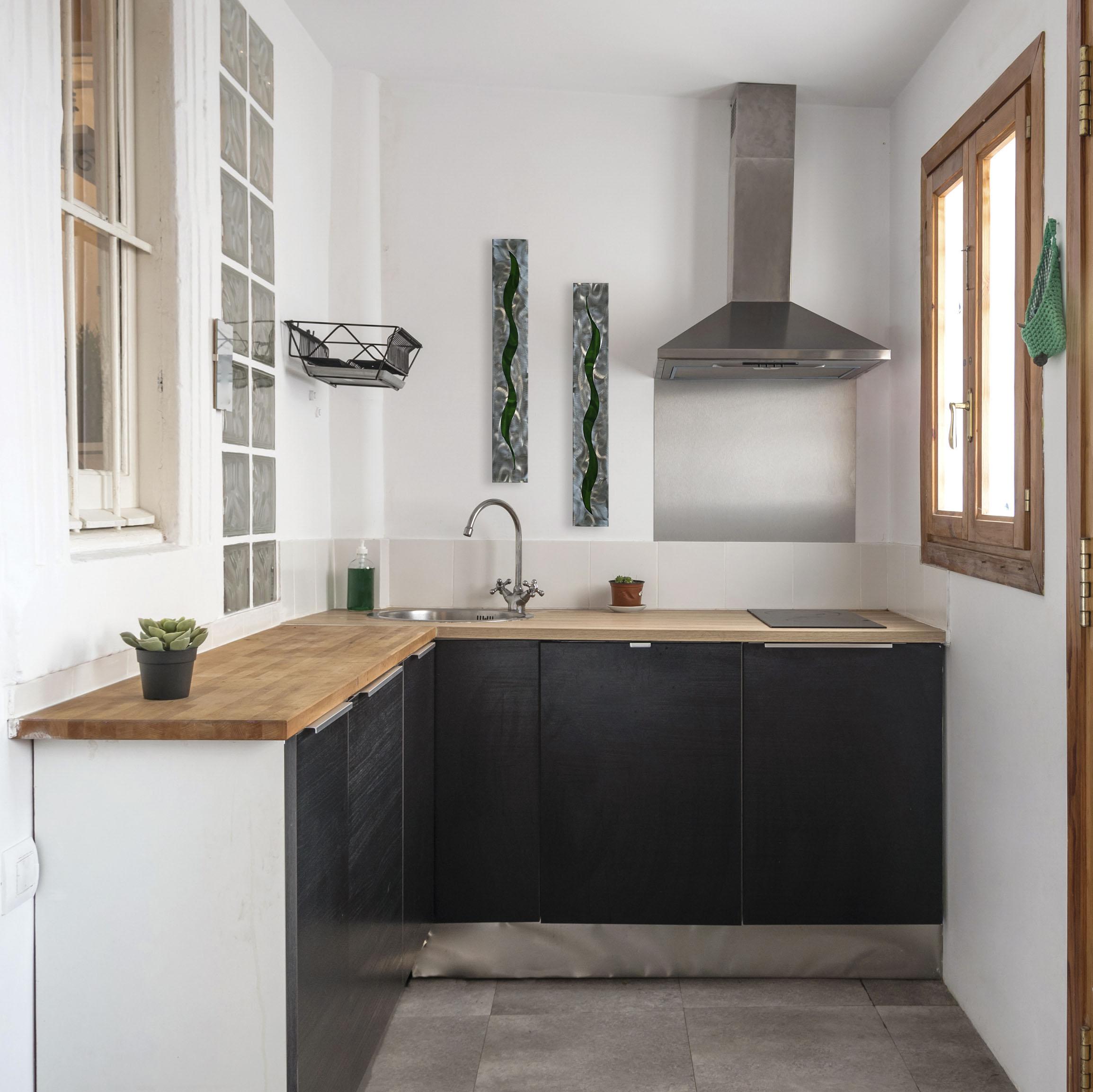 green-scars-in-kitchen