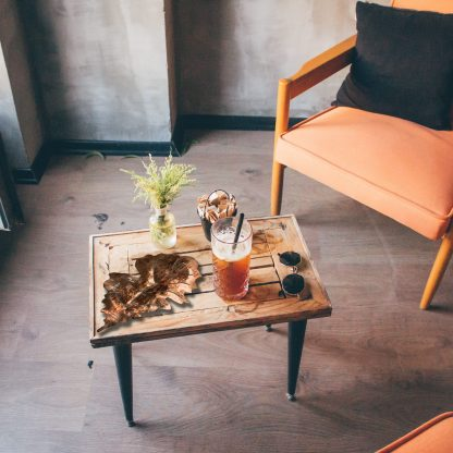 oak-leaf-on-table-scaled