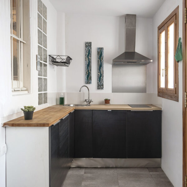 teal-scars-in-kitchen