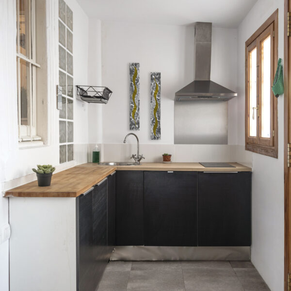 yellow-scars-in-kitchen
