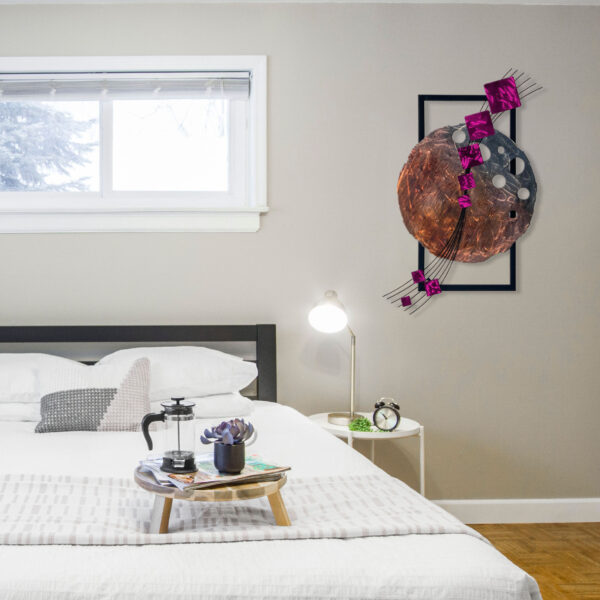 raspberry-dark-side-of-the-moon-in-bedroom